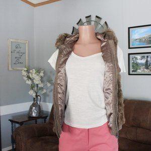 Green Tea Faux Fur Hooded Vest Size Medium